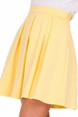 жёлтая короткая юбка в складку