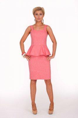 розовое платье на бретелях