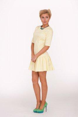 жёлтое платье короткое с заниженной талией