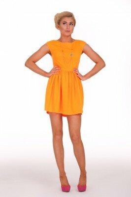жёлтое короткое платье