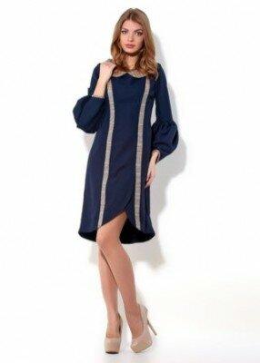 синее платье с закруглённым подолом