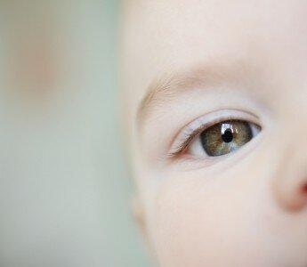 Когда у младенца меняется цвет глаз?