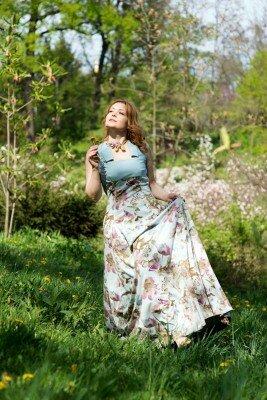 длинное платье в пол с воротником голубое в цветах