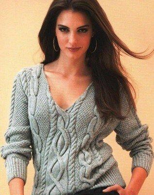 вязанный короткий свитер в косичку
