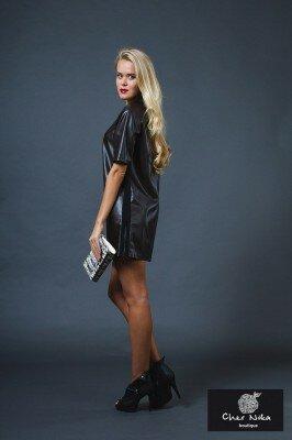 чёрное свободное кожаное платье короткое