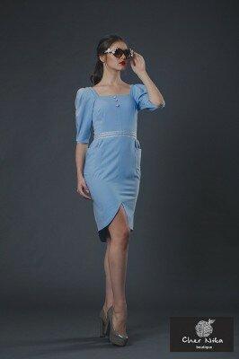 нарядное платье бледно синее с рукавами фонариками и закруглённым разрезом купить