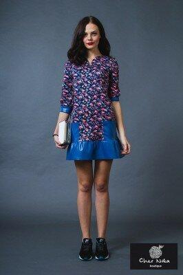 цветное платье короткое с синими кожаными вставками купить