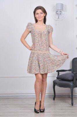 короткое платье с заниженной талией и рукавами фонариками