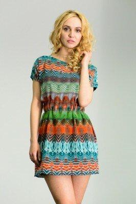 короткое платье с резинкой на поясе в этнической расцветке