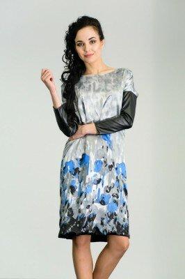 свободное платье до колен с голубыми ирисами