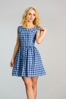 клетчатое короткое платье с пышной юбкой в голубых тонах