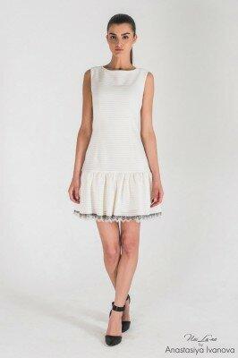 короткое летнее платье декорированное кружевом цена