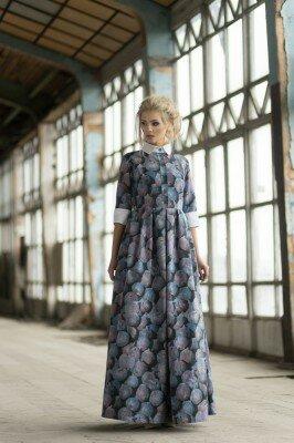 платье длинное с белым воротником с увеличенной талией серое