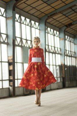 красное платье миди с юбкой клёш