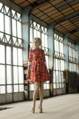короткое платье в фото принт с воротником