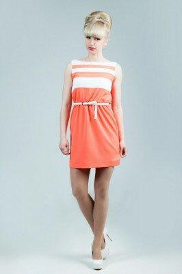 платье коралловое с тонким белым поясом короткое цена
