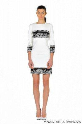 белое платье с чёрной вышивкой цена