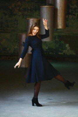 синее платье с длинным рукавом 2017
