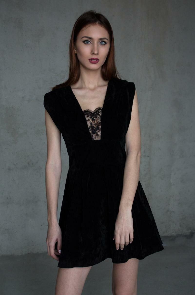 Платье из черного бархата от Natalia Kravchenko
