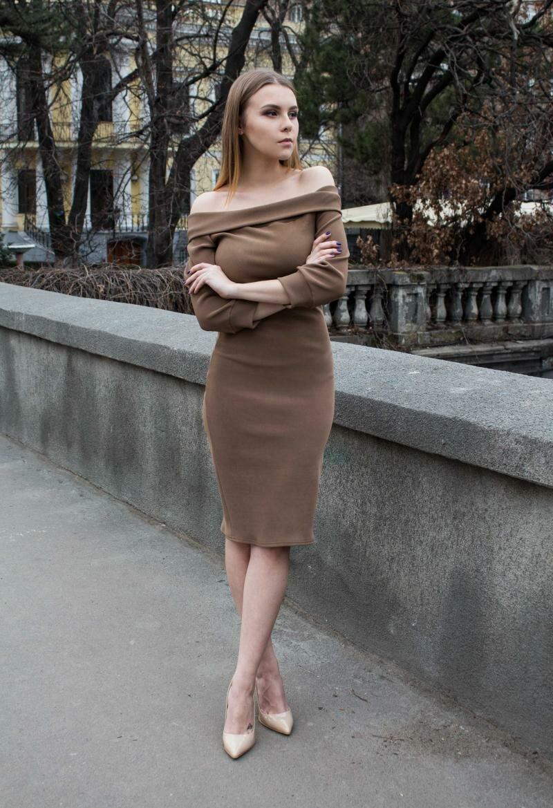 Узкое платье до колен от от Natalia Kravchenko