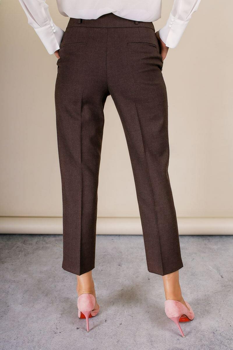 женские брюки коричневатого цвета