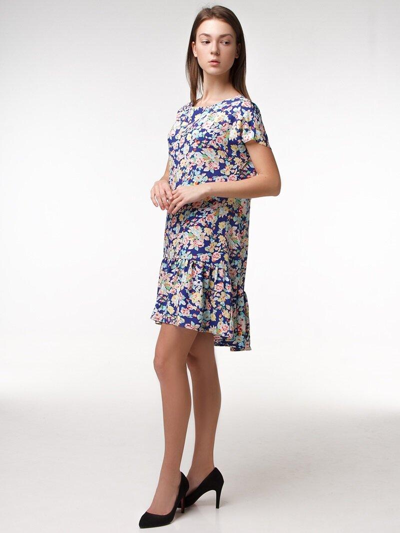 Платье с удлиненной юбкой